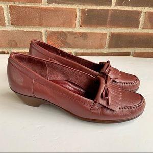 Vintage Cobbie Cuddlers leather slip on shoes